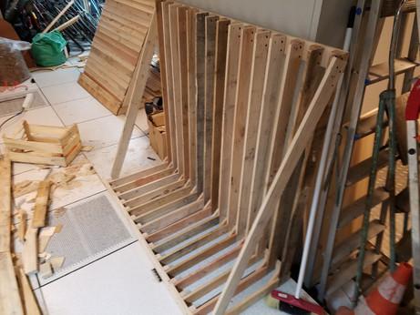 structure en place avec planches diagonales